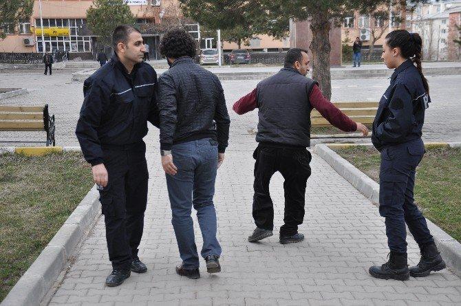 Muş'ta Biri Kadın İki Canlı Bomba Yakalandı