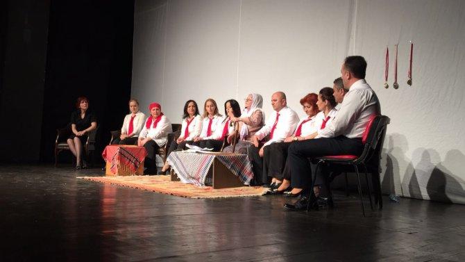 Zonguldak Yayla Ortaokulu velilerinden tiyatral şiir dinletisi