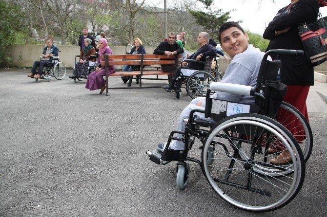 Davul Zurna Köçek Eşliğinde Sandalyelerini Aldılar