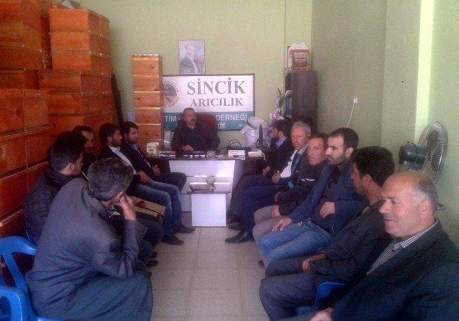 Sincik'te Uygulamalı Arıcılık Eğitimi Veriliyor