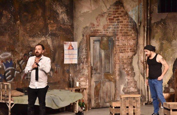 Van Devlet Tiyatrosu Ahlat'ta Sahne Aldı