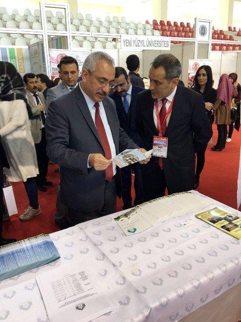 Ahmet Yesevi Üniversitesi Eğitim Fuarlarında Öğrencilerin Gözdesi