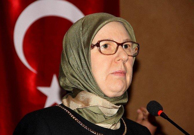 Baygınlık Geçiren Kadın Muhabire Bakan Ramazanoğlu İlk Müdahaleyi Yaptı