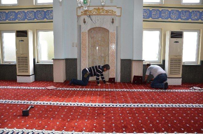 Camilerin Halıları Yenileniyor