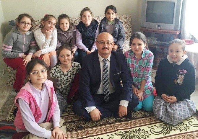 Atatürk İlkokulu Öğrencilerinden Yaşlı Ziyareti