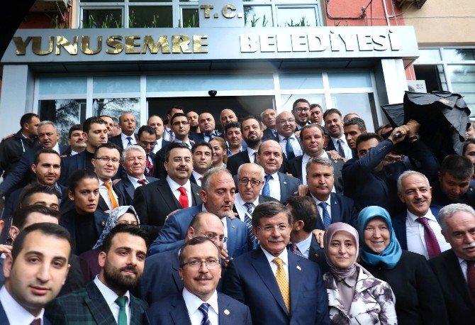 Başbakan Davutoğlu Yunusemre Belediyesi'ni Ziyaret Etti
