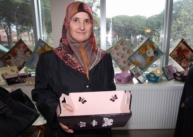 Mütevellili Ev Hanımları Meslek Öğrenip Sergi Açtı