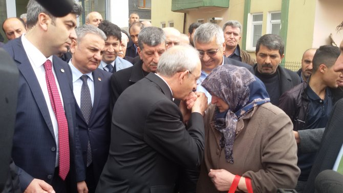 Kılıçdaroğlu'ndan Çubuk'taki şehit ailesine ziyaret