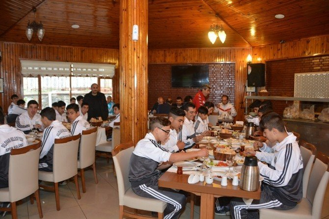 Başkan Toltar, Dilovası Belediyesporlu Oyuncularla Bir Araya Geldi