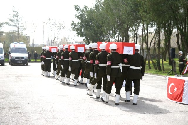 Bombalı saldırıda şehit olan askerler için tören