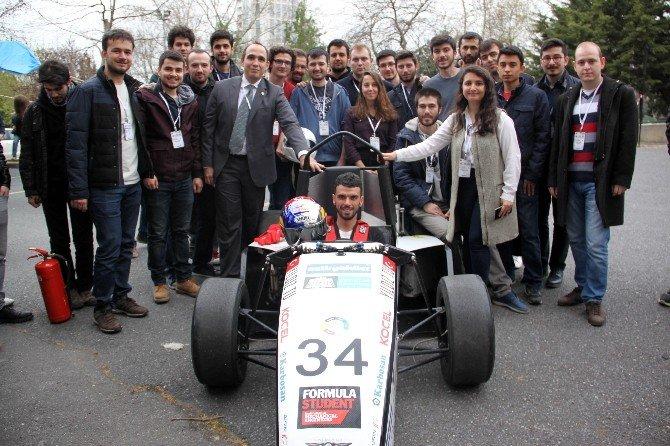 """Dünya Şampiyonu Sofuoğlu'ndan """"Yerli"""" Formula Aracı İle Drift Şov"""