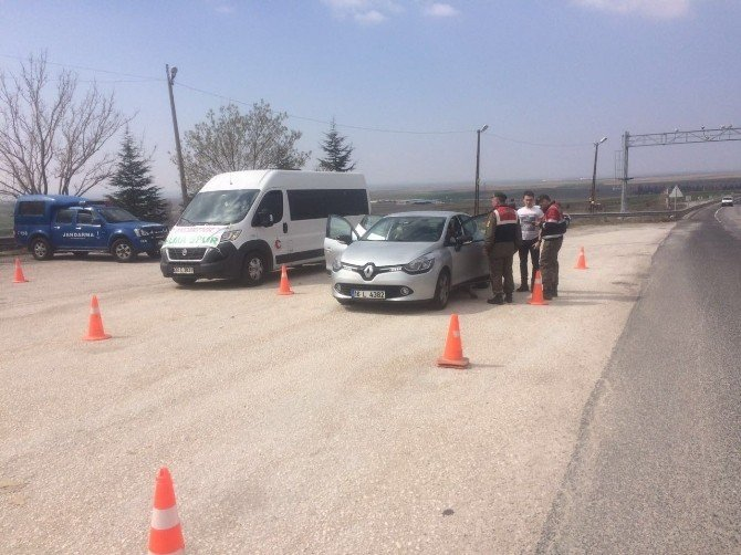 Jandarma Yol Kontrollerinde 119 Şüpheliyi Yakaladı