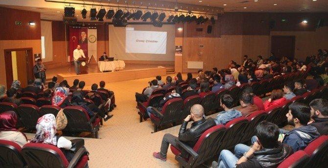 """Iğdır'da """"Sosyal Medya Okur Yazarlığı"""" Eğitimi"""