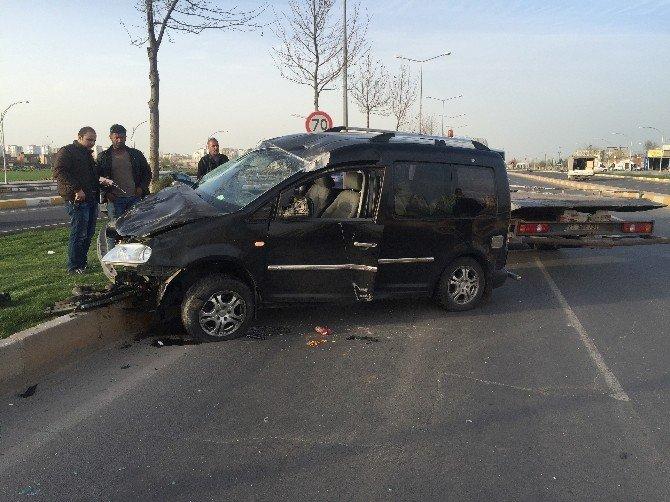 HDP'li Dilek Öcalan'ın Aracı Kaza Yaptı: 4 Yaralı