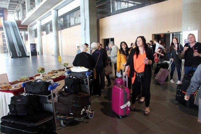 Dalaman'a İlk İngiliz Turist Kafilesi Geldi
