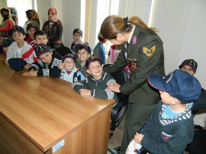 Jandarma İle Öğrenciler El Ele