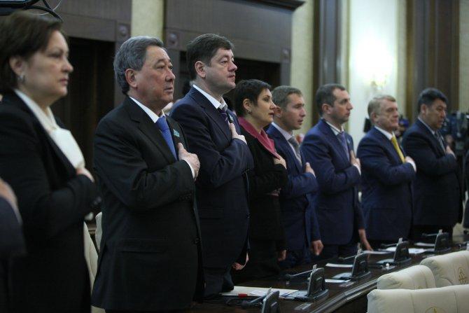 Kazakistan'da meclise giren milletvekilleri için yemin töreni düzenlendi