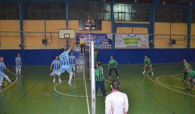 Bozüyük Belediyesi Kurumlar Arası Voleybol Turnuvası Devam Ediyor