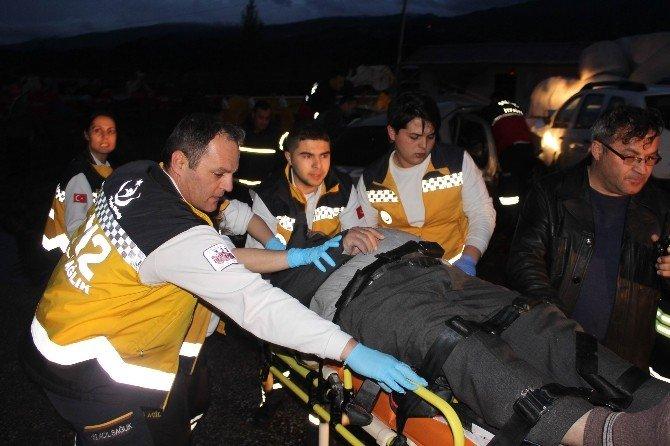 Salihli'de Korkunç Kaza: 5 Ölü, 2 Yaralı