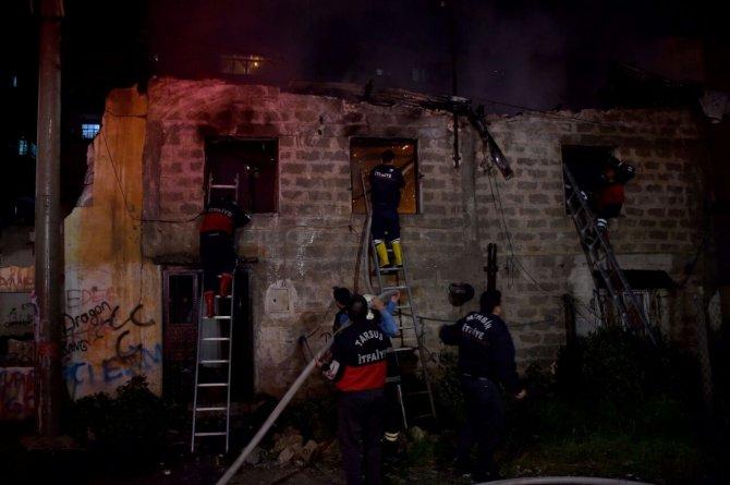 Tarsus'ta korkutan yangın