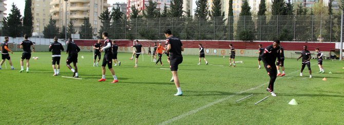 Lider Adanaspor Karşıyaka'ya bileniyor