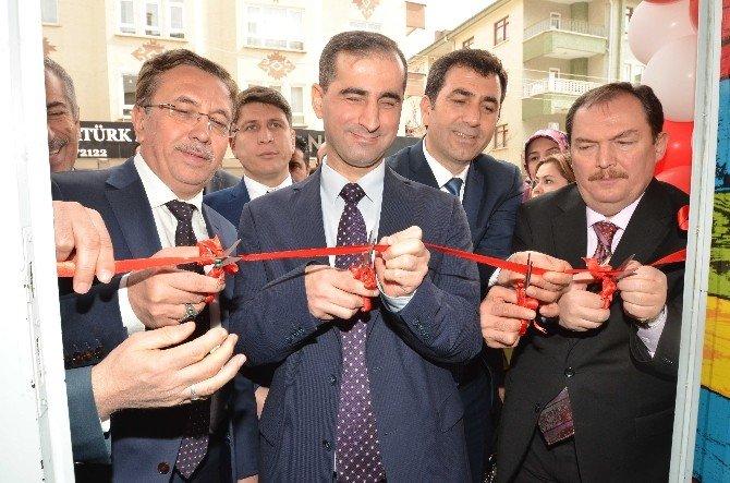 Down Sendromlu Çocuklar İçin Eğitim Merkezi Açıldı