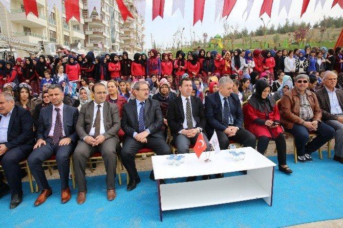 Karaköprü'de Bin 200 Nar Fidanı Dikildi
