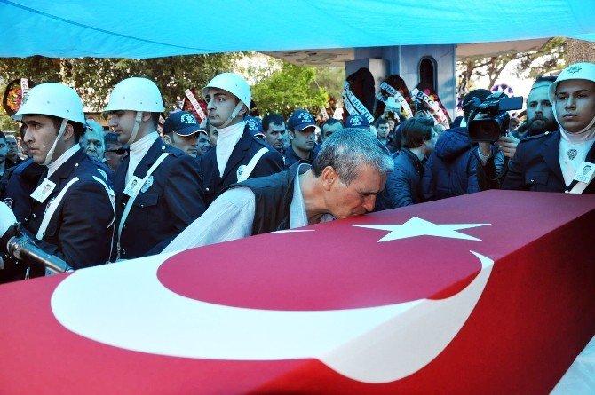 İzmir, Şehit Polisini Son Yolculuğuna Uğurladı