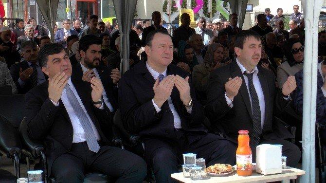 Emine Uslu Cami Yoğun İlgiyle İbadete Açıldı