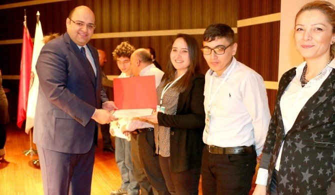 Başkan Orhan'dan Genç Beyinlere Jest