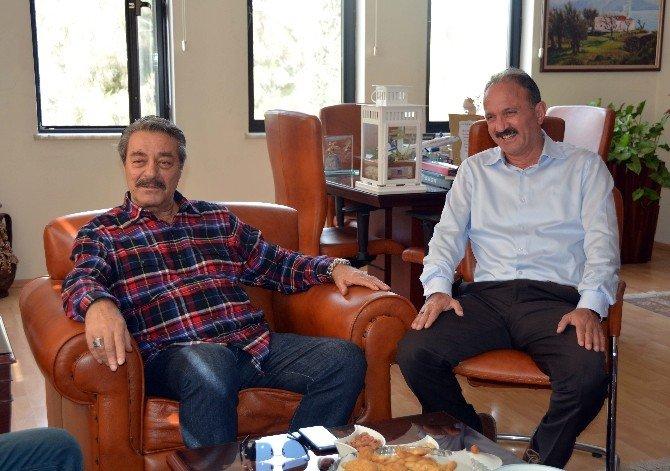 Kadir İnanır İle Görüşen Eski MHP'li Başkana, Yüzlerce Takipçisinden Eleştiri