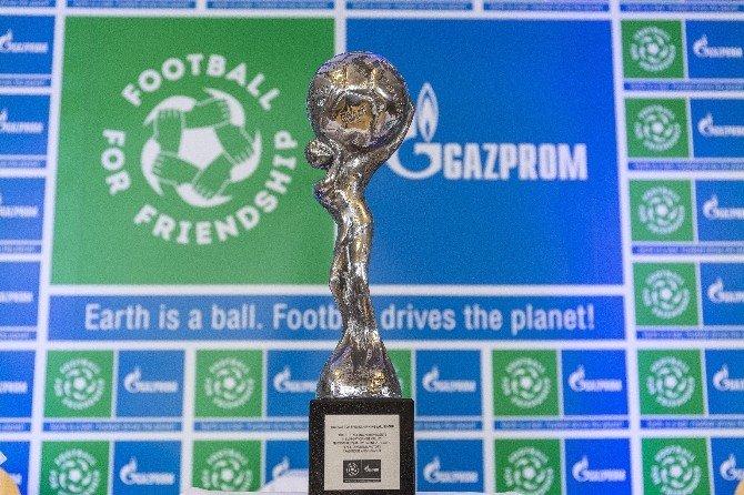 """""""Dostluk İçin Futbol""""a 32 Ülke Katılacak"""