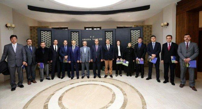 Bakan Müezzinoğlu'ndan Amasya'daki 12 Doktora Teşekkür Belgesi