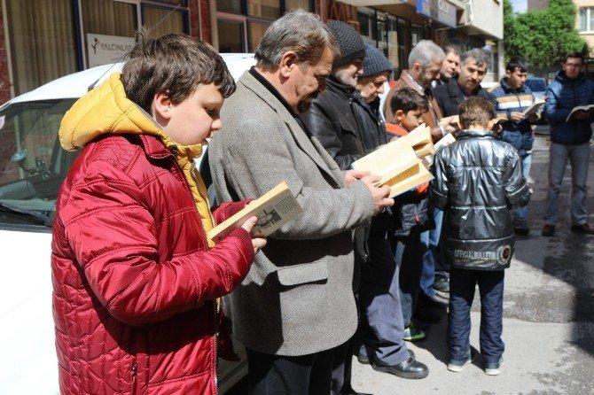 Sokak Ortasında Kitap Okudular