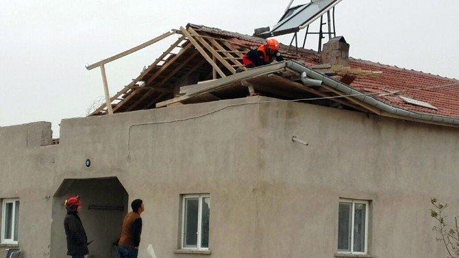 Aksaray'da Fırtına Çatı Uçurdu