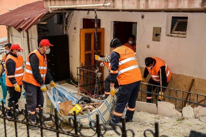5 Yıllık Çöp Ev Temizlenip İlaçlandı