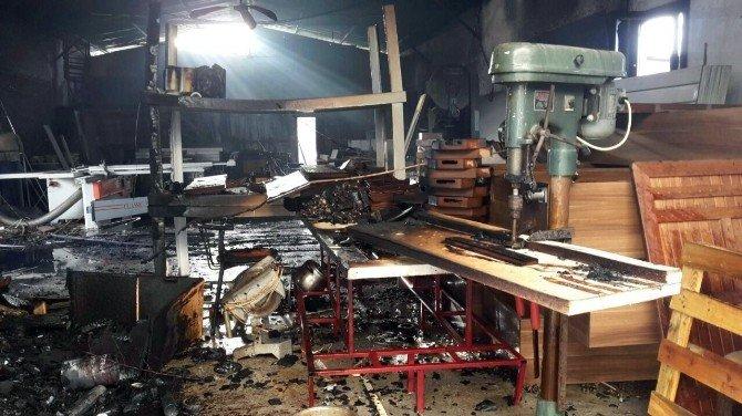 Mobilya Atölyesinde Korkutan Yangın