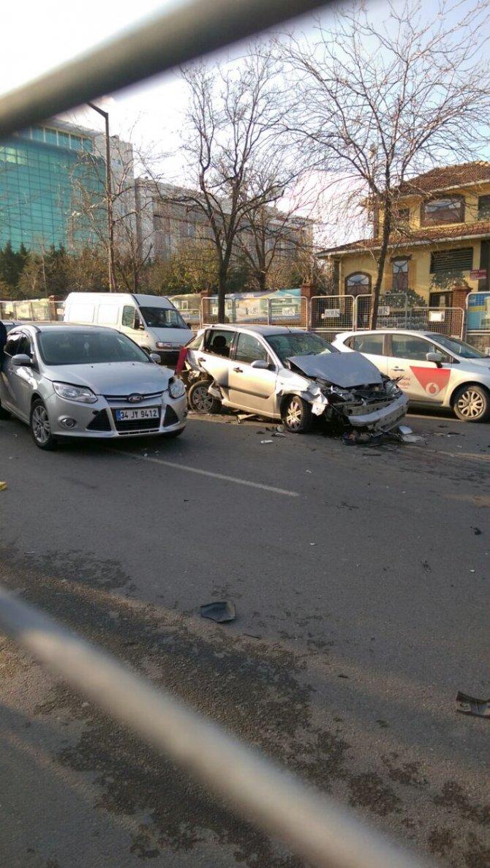 Zincirleme kazada sürücü ağır yaralandı