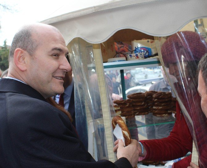 Bakan Soylu Tekirdağ'da Simit Dağıttı