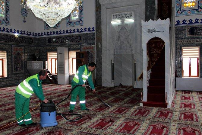 Çankaya Belediyesi'nden camilere temizlik ekibi