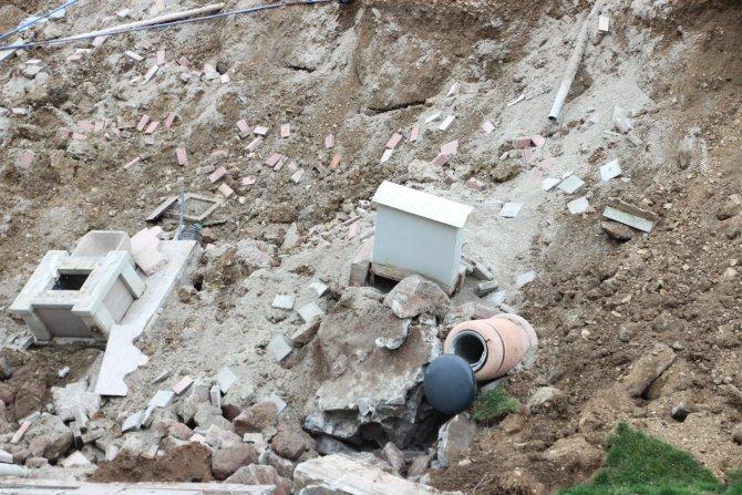 Çankırı'da Tatlı Çay kenarındaki parkta göçük meydana geldi
