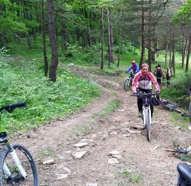 Bisikletçiler Kaynaşlı'da Buluşacak