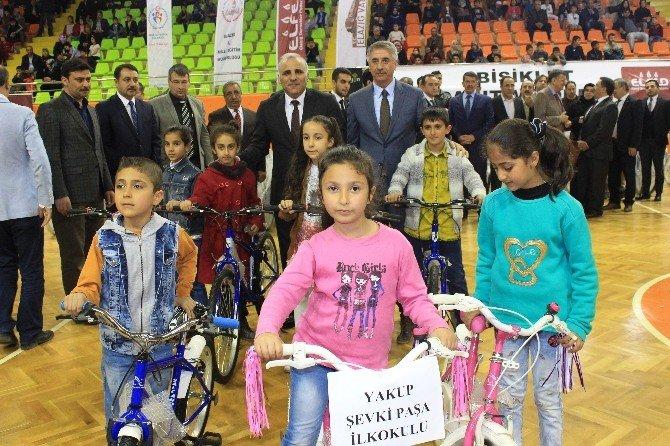 Elazığ'da 500 Çocuğa Bisiklet Dağıtıldı