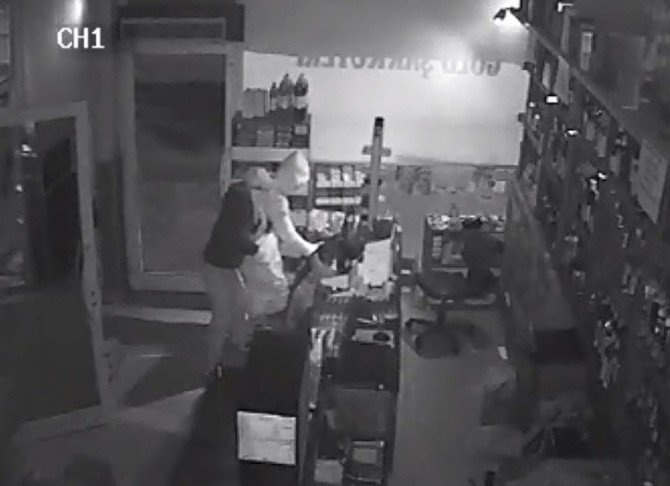 Hızlı Ve Titiz Hırsızlar Güvenlik Kamerasına Yakalandı