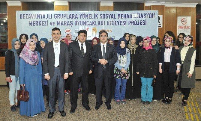 Büyükşehir'den Öğrencilere Tiyatro Hediyesi