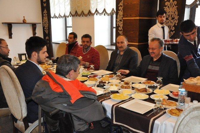 Kars Valisi Günay Özdemir, Engelli Dernekleri Başkanlarıyla Buluştu