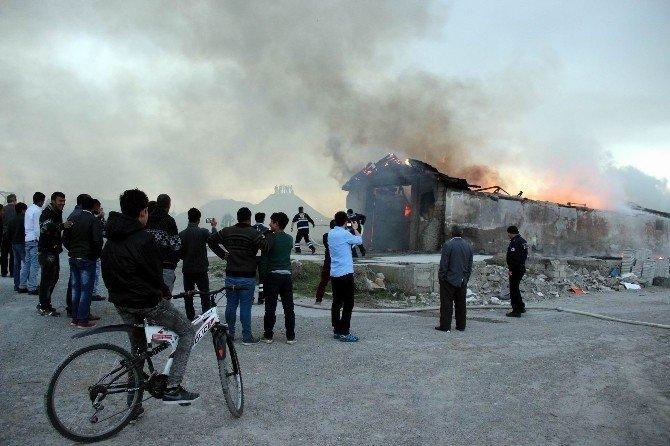 Hurdacı Deposunda Çıkan Yangın Korkuttu