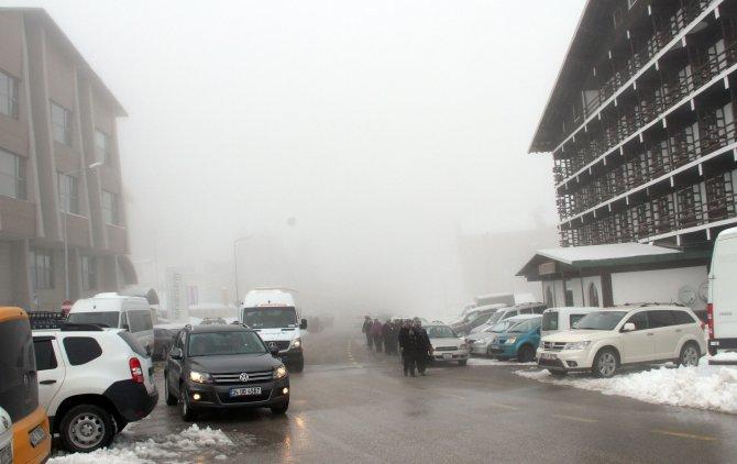 Sezonu kapatmaya hazırlanan Uludağ'da kar sevinci