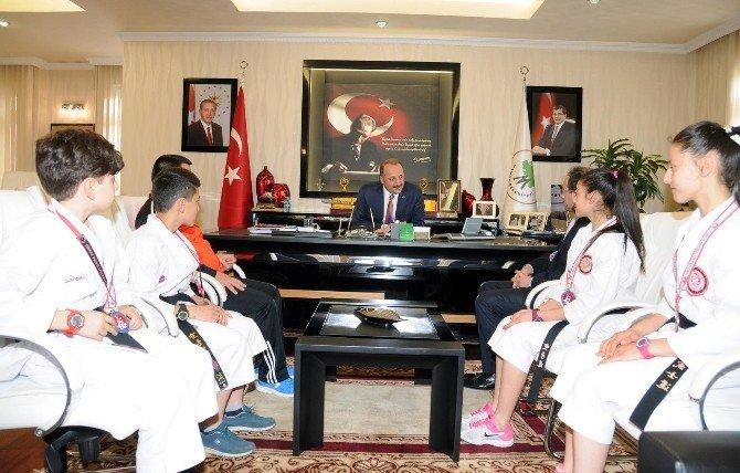 Başarılı Sporculardan Akgül'e Ziyaret