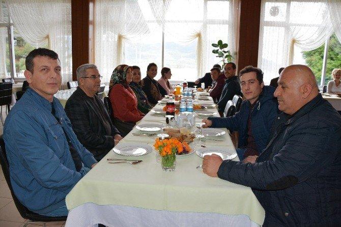 """Mavi Yaşam Derneği, """"Yaşlı Köyü"""" Kuracak"""